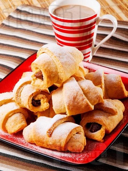 Мини кифлички с шоколад и крема сирене (с бакпулвер, без мая и без втасване) - снимка на рецептата